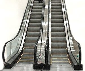 Near dry machine system for escalator chains for handling